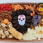 Halloween Snack Board! Here are some festive treats to make and enjoy for Halloween. Make this board with your kids, your friends and enjoy!