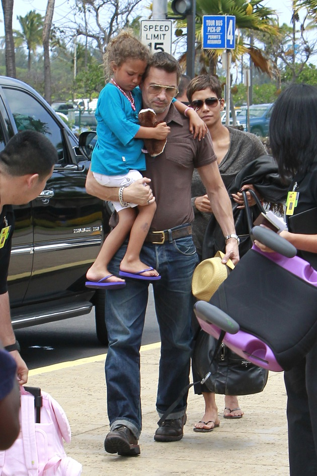 Olivier Martinez, Halle Berry and Nahla Arbury seen arriving at the Maui airport to catch a flight out of Hawaii