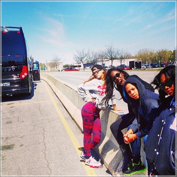 Rihanna-tour-bus2