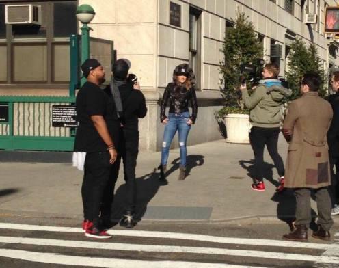(28-12-2013) - Jennifer Lopez is back in the Bronx, where she fi