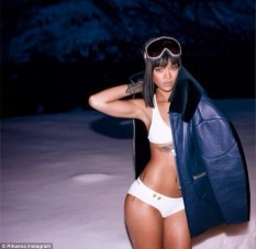 Rihanna Celebrates Her Birthday Dressed In A Small Bikini In A Hot Tub In The Snow 3