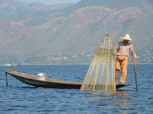 Visser op Inle Lake Myanmar