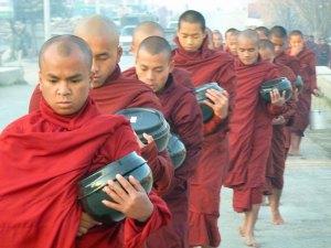 Monniken in de ochtend in Nyaungshwe Myanmar