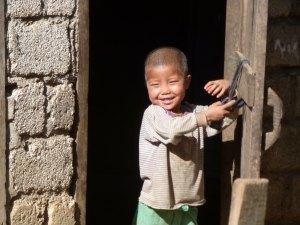 Nieuwsgierige kinderen omgeving Kalaw Myanmar
