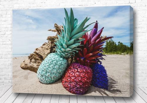 Постер Три ананаса на берегу