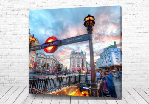 Постер Английская станция метро