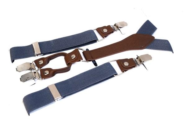 Blauw grijze bretels met bruin leren verbindingen.