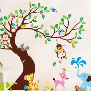 muursticker boom met diverse dieren