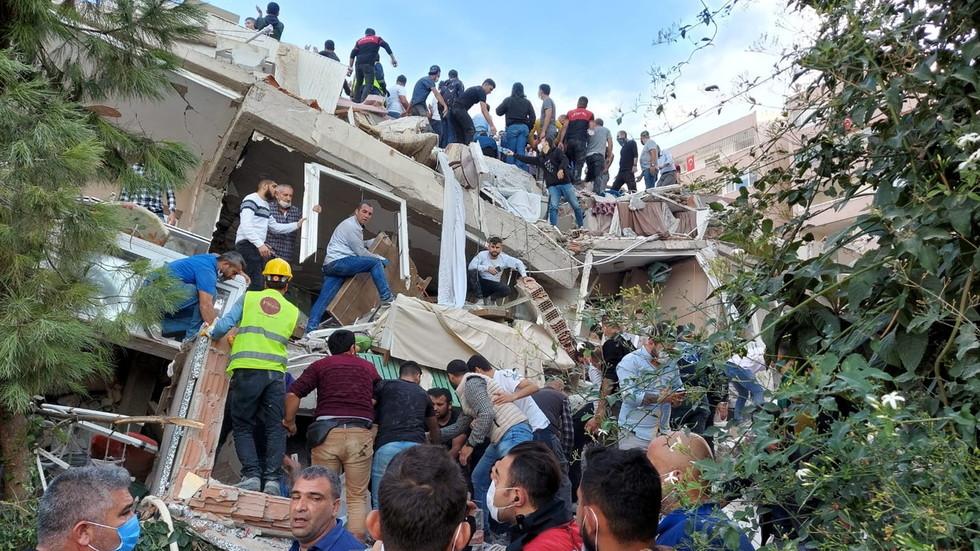 6 killed 202 injured in Quake in Izmir Aegean Turkey