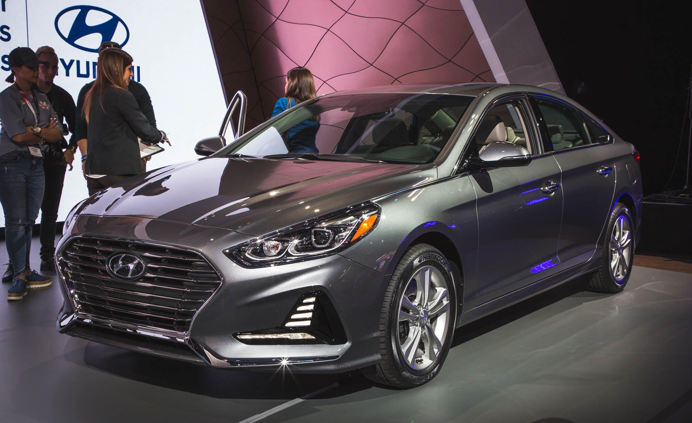 2018 Hyundai Sonata Photo Gallery Car And Driver