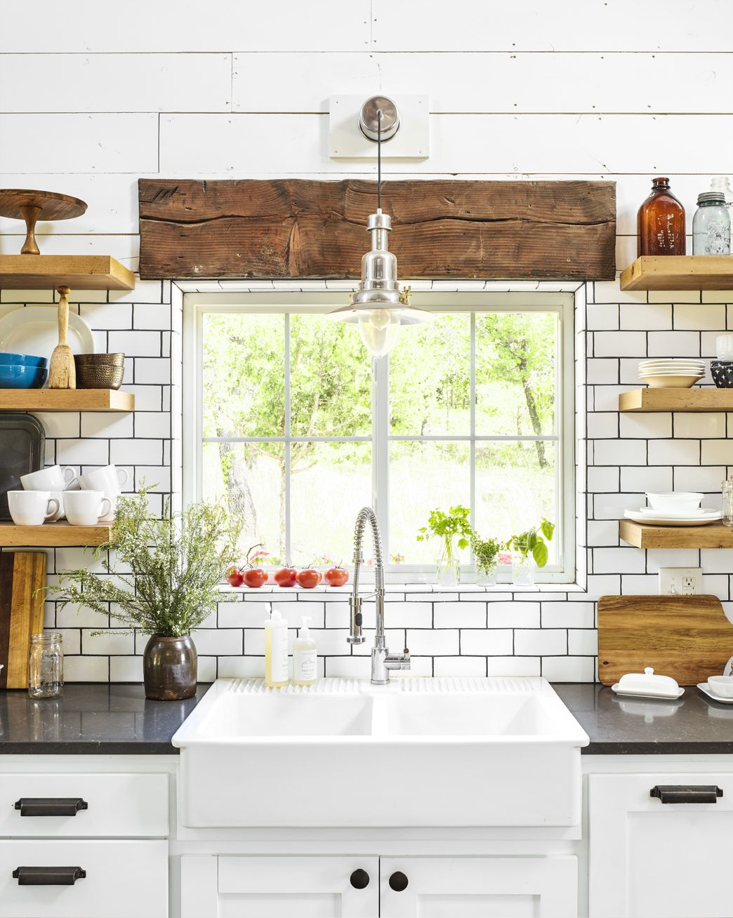 the problem with farmhouse sinks that