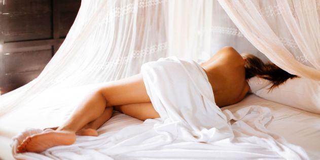 6 Reasons to Sleep Naked - Benefits of Sleeping Naked
