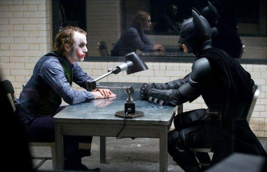 10 cosas de Batman que Nolan hizo mal en 'El Caballero Oscuro'
