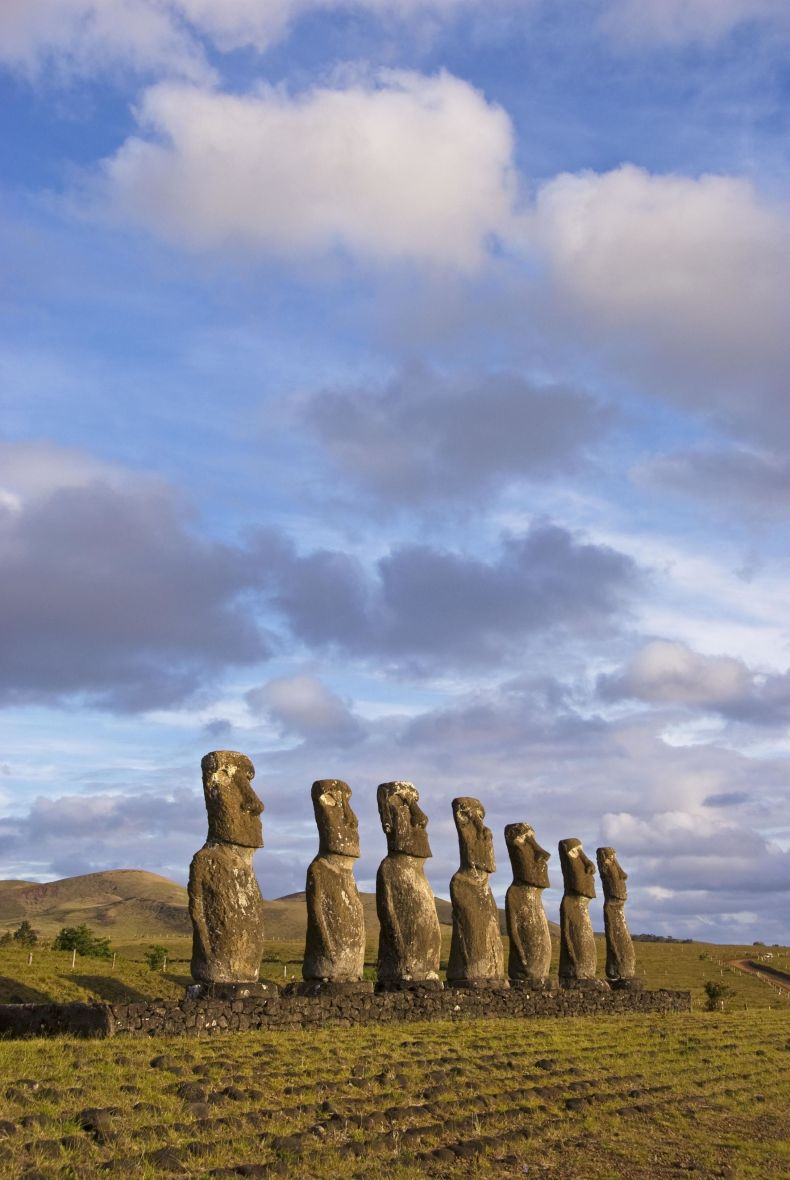 gallery 1497635667 easter island - 10 Amazing Photos That Will Make You Want To Visit Chile