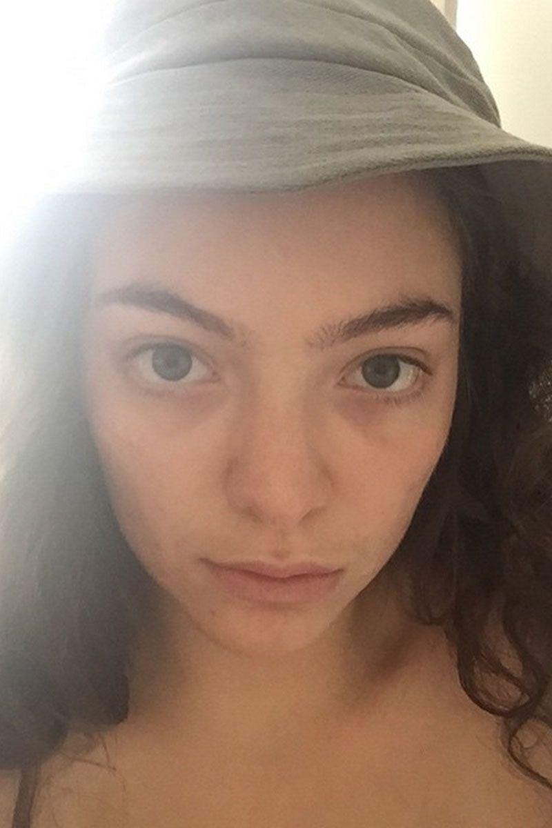 No Makeup Selfies Celebrities Taking