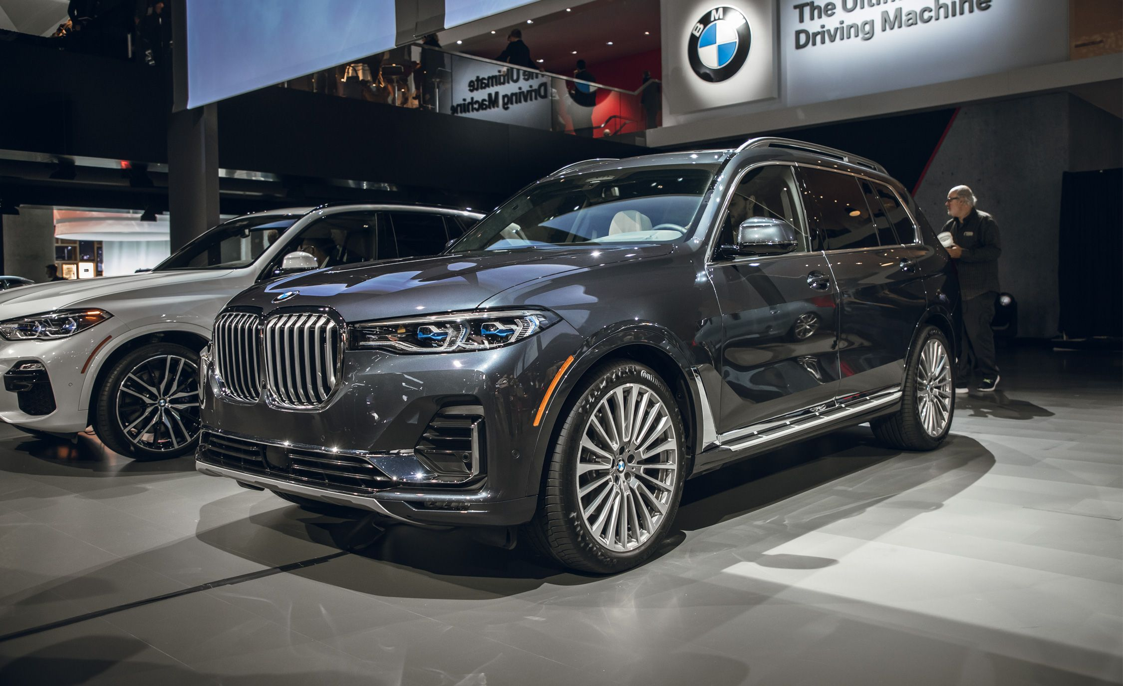2019 Bmw X7 Debuts Three Row Suv Is Bigger Than The X5