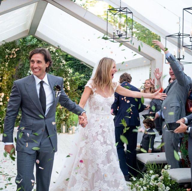 Картинки по запросу Everything To Know About Gwyneth Paltrow's Wedding Dress