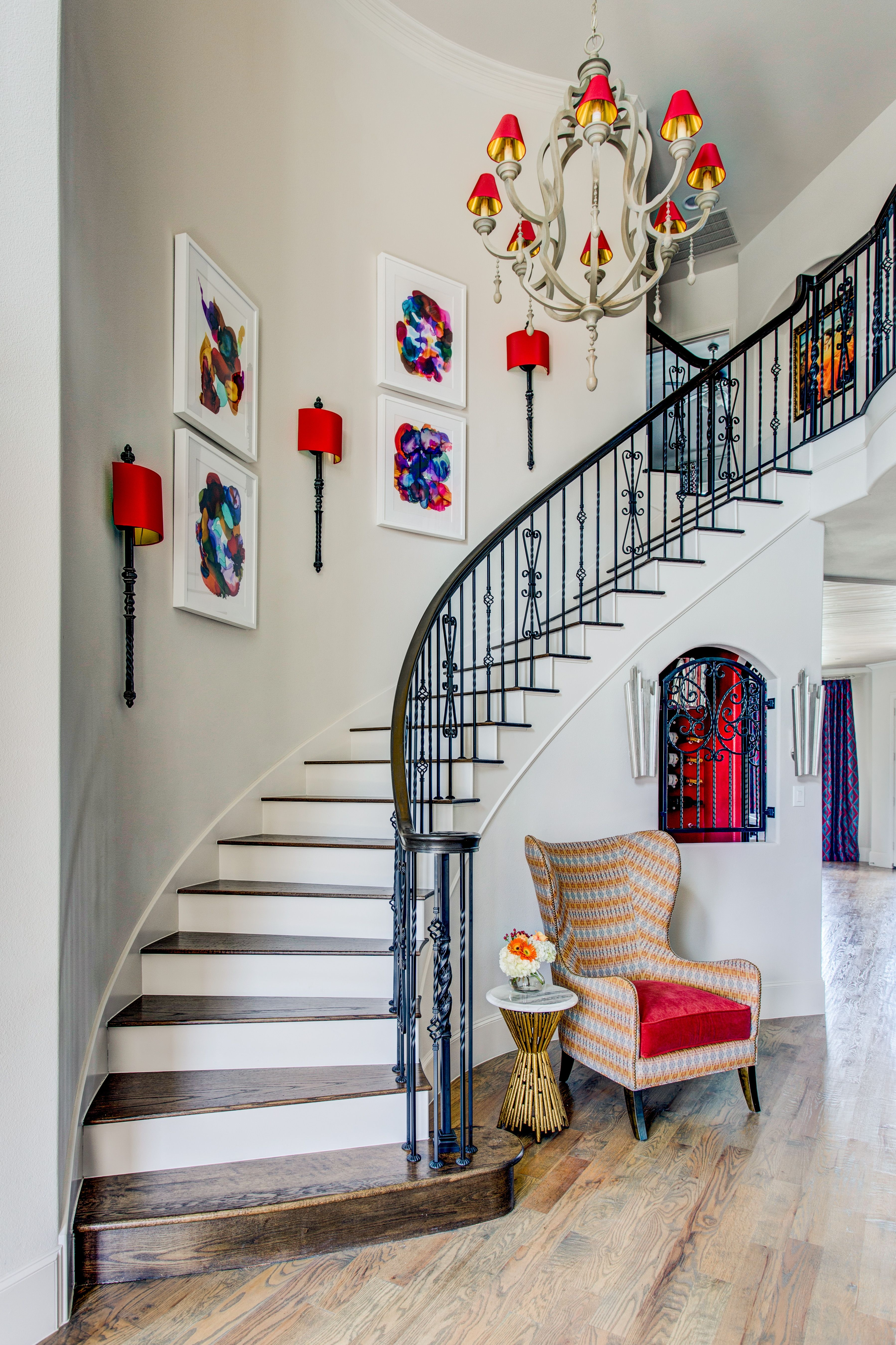 27 Stylish Staircase Decorating Ideas How To Decorate Stairways | Stairs In Middle Of Room Interior Design | 3 Story Staircase | House | Middle Hallway | Private Home | Mixed Interior