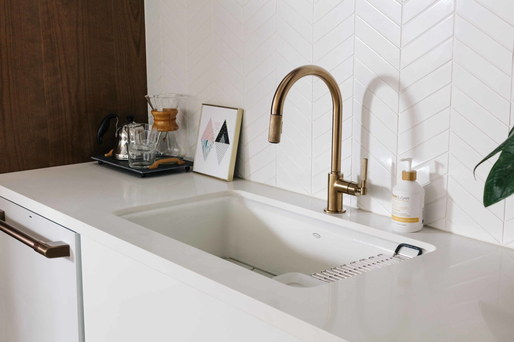 9 touchless kitchen faucets that make washing your hands so much easier