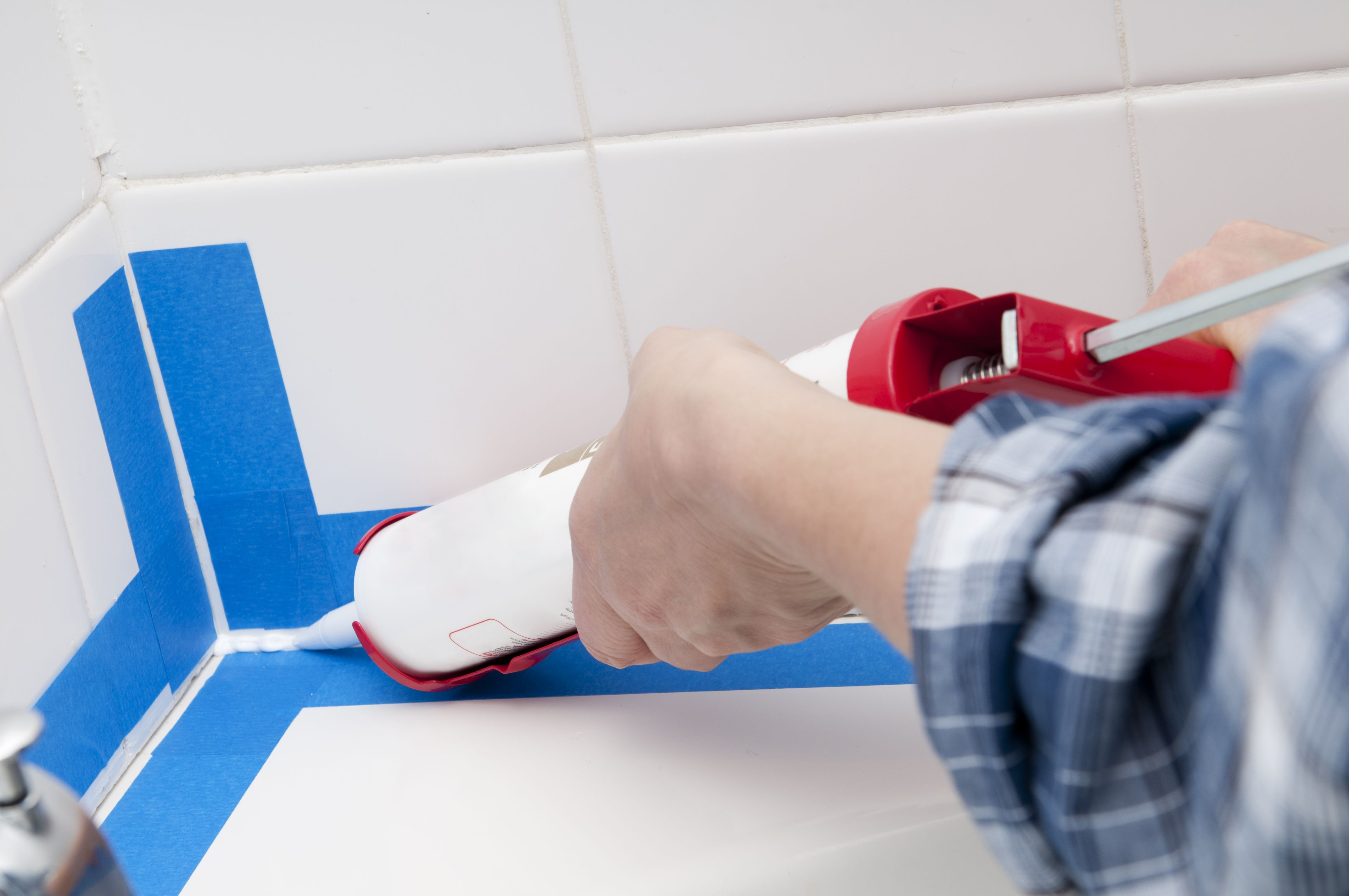 how to fix cracked grout in tile floor
