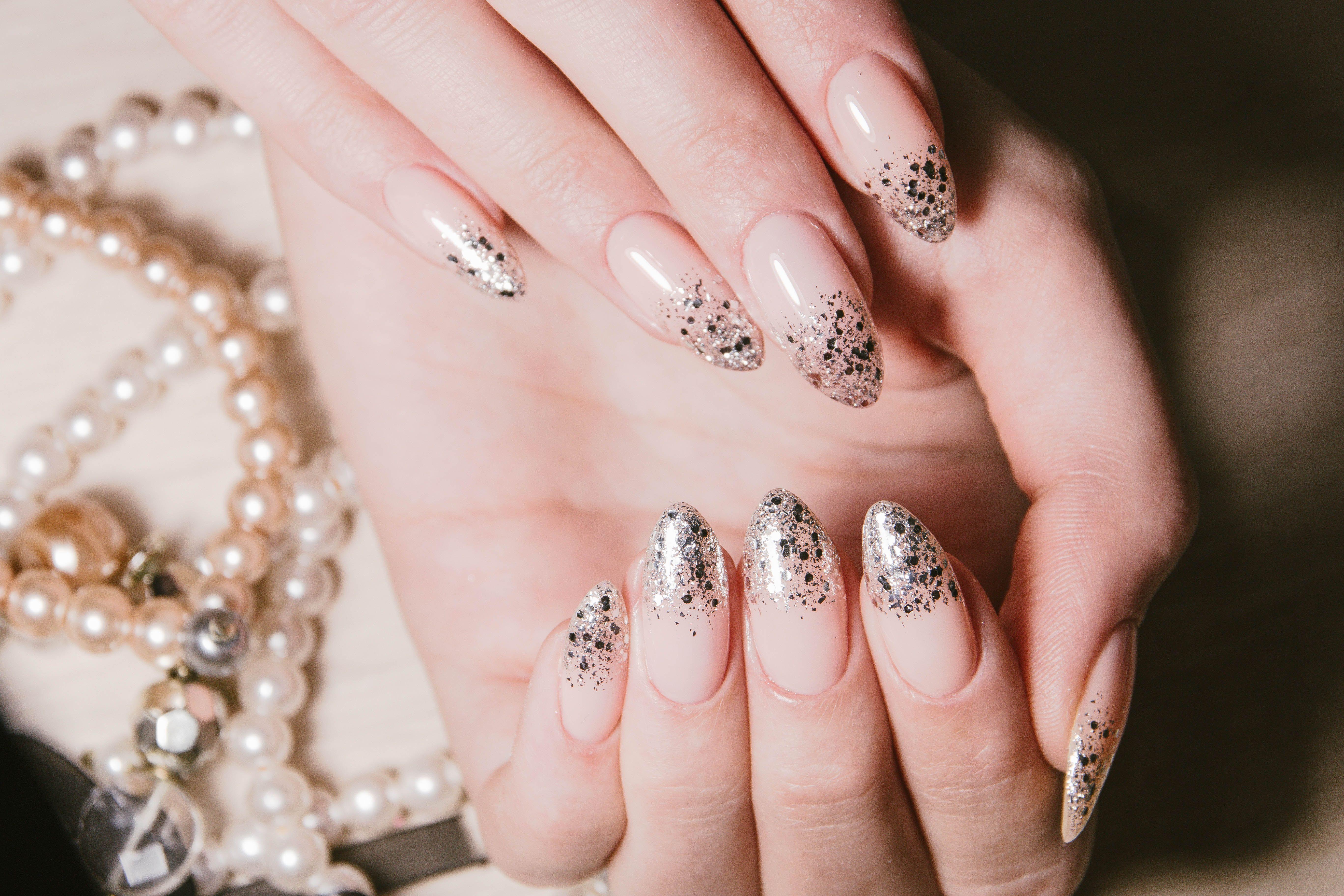 14 Glam New Year S Nail Ideas New Year S Eve Nail Art 2020
