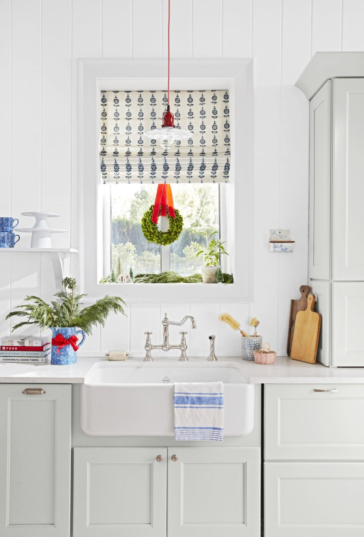 23 Best Christmas Window Decorating Ideas 2019 Holiday Window Decorations