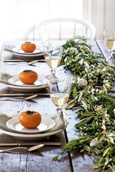 garland centerpiece thanksgiving table setting idea
