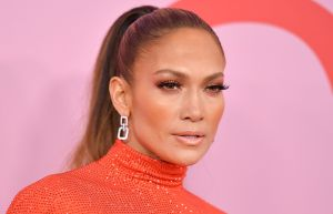 Jennifer Lopez Just Shut Down the CFDAs in This Ab-Baring Crop Top