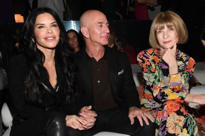 hollywood, california february 07 l r lauren sanchez, amazon ceo jeff bezos, and anna wintour attends the tom ford aw20 show at milk studios on february 07, 2020 in hollywood, california photo by kevin mazurgetty images