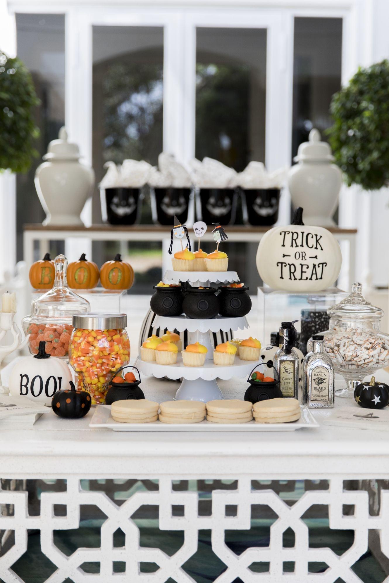 25 Elegant Adult Halloween Party Ideas Halloween Party Themes Decor 2019