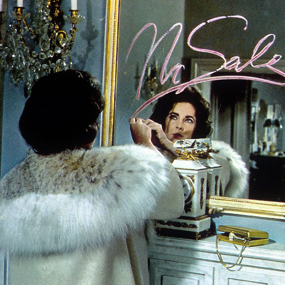elizabeth taylor writing on a mirror with lipstick in a scene from the film 'butterfield 8', 1960 photo by metro goldwyn mayergetty images