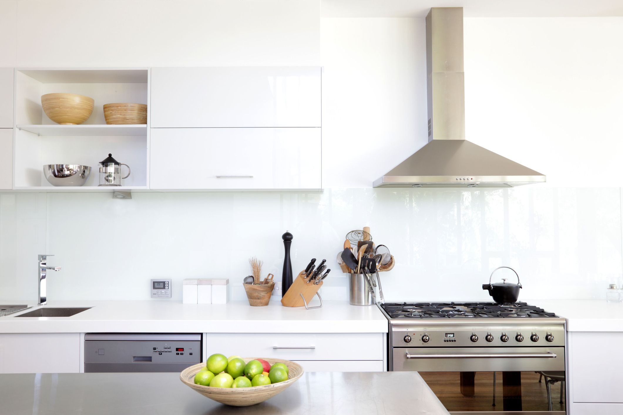 how to clean your kitchen extractor fan