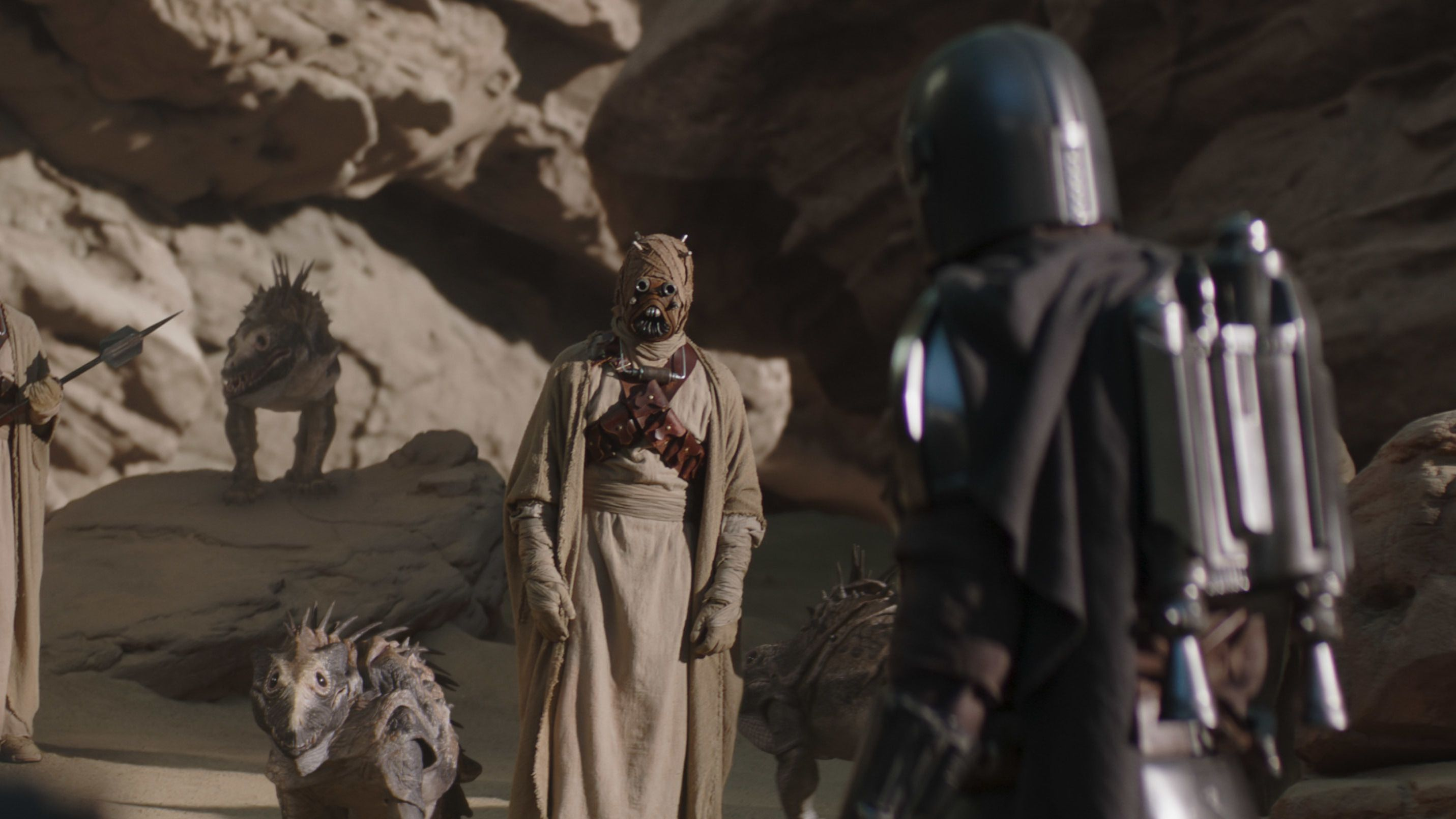 """the mandalorian meets with tusken raiders in the mandalorian """"chapter 9 the marshal"""""""