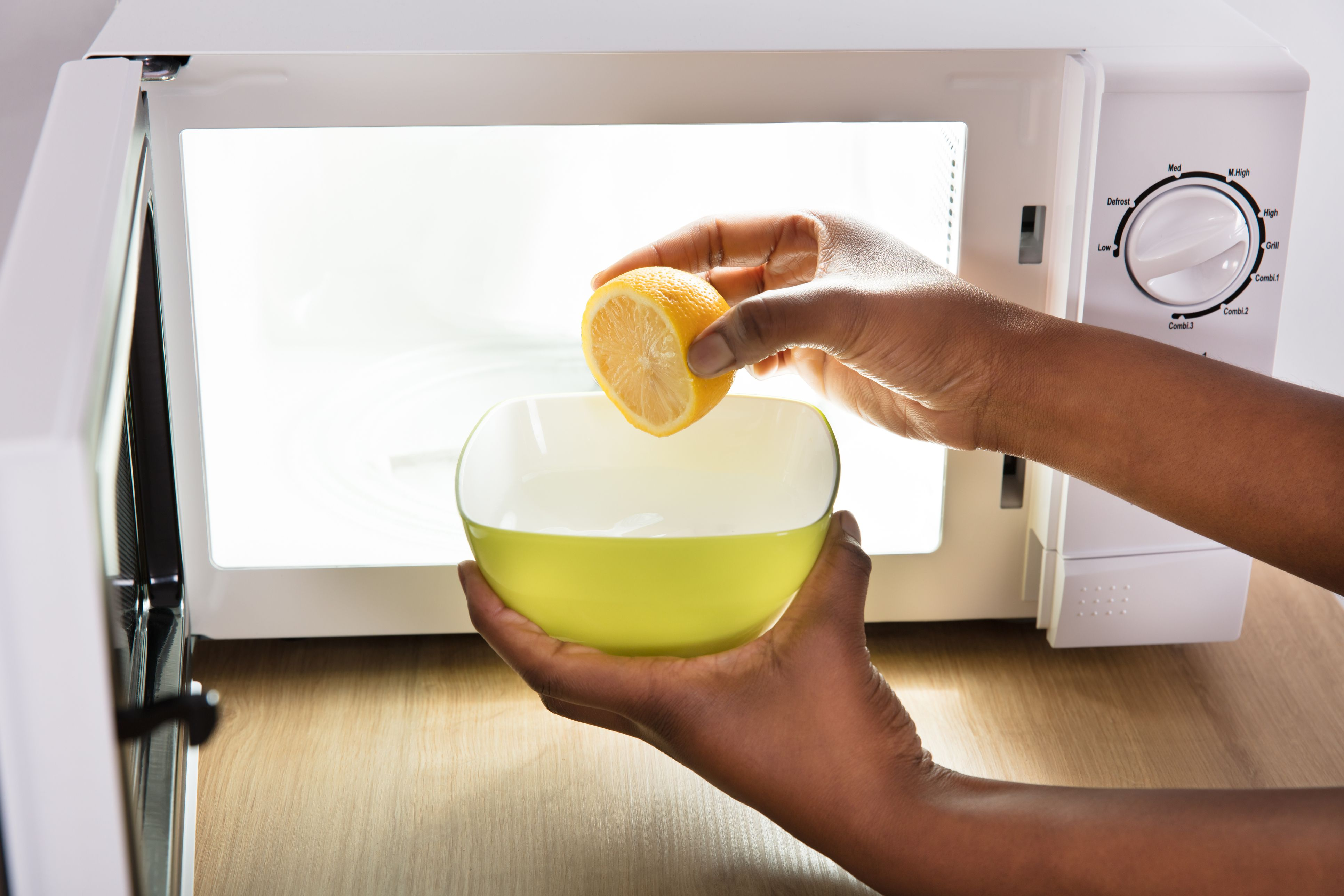 to clean a microwave with lemon
