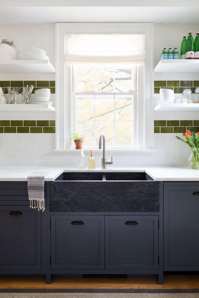 Encimera, Blanco, Ebanistería, Habitación, Muebles, Cocina, Fregadero, Propiedad, Diseño de interiores, Azulejos,