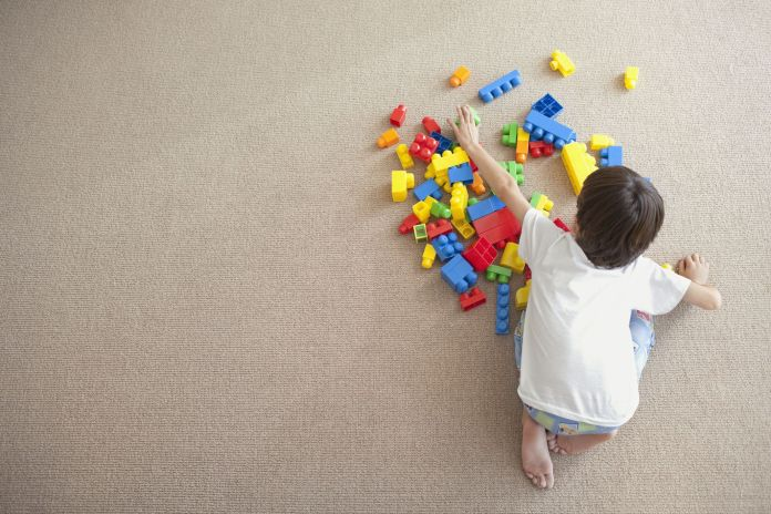 The best way to clean dirty LEGO