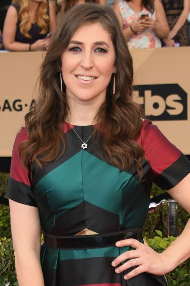 Artis Hollywood: Mayim Bialik.