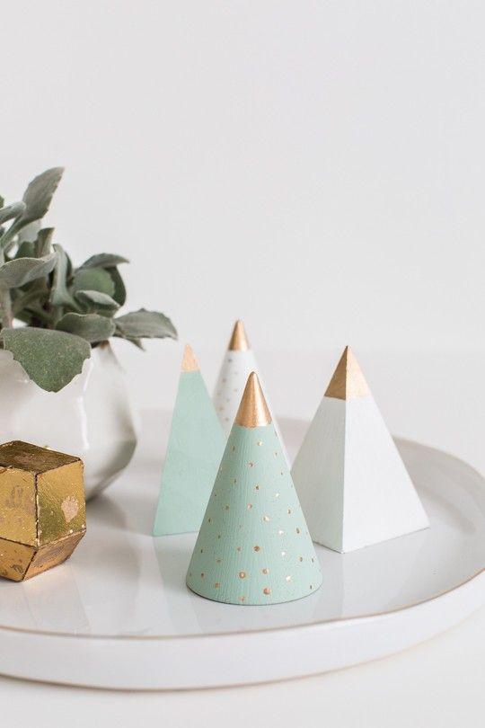 Cône, chapeau de fête, fournitures de fête, fournitures de décoration de gâteau, Triangle, Table, plante, arbre de Noël,