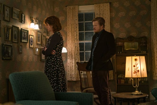 jessie buckley as young woman and jesse plemons as jake in i'm thinking of ending things on netflix