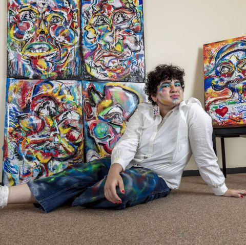 FEWOCiOUS:撞破佳士得拍卖行的同性恋少年