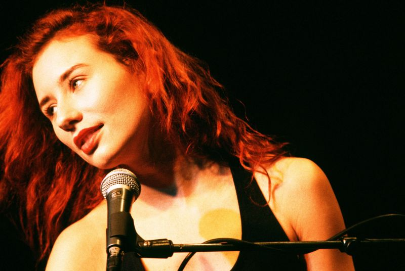1996 photo of tori amos in concert