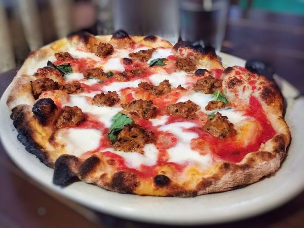 People Are Going Wild For This Style Of Pizza That Has A Crunchy And Pillowy Crust