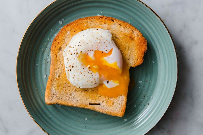 How to Poach an Egg - Easy Poached Egg Recipe