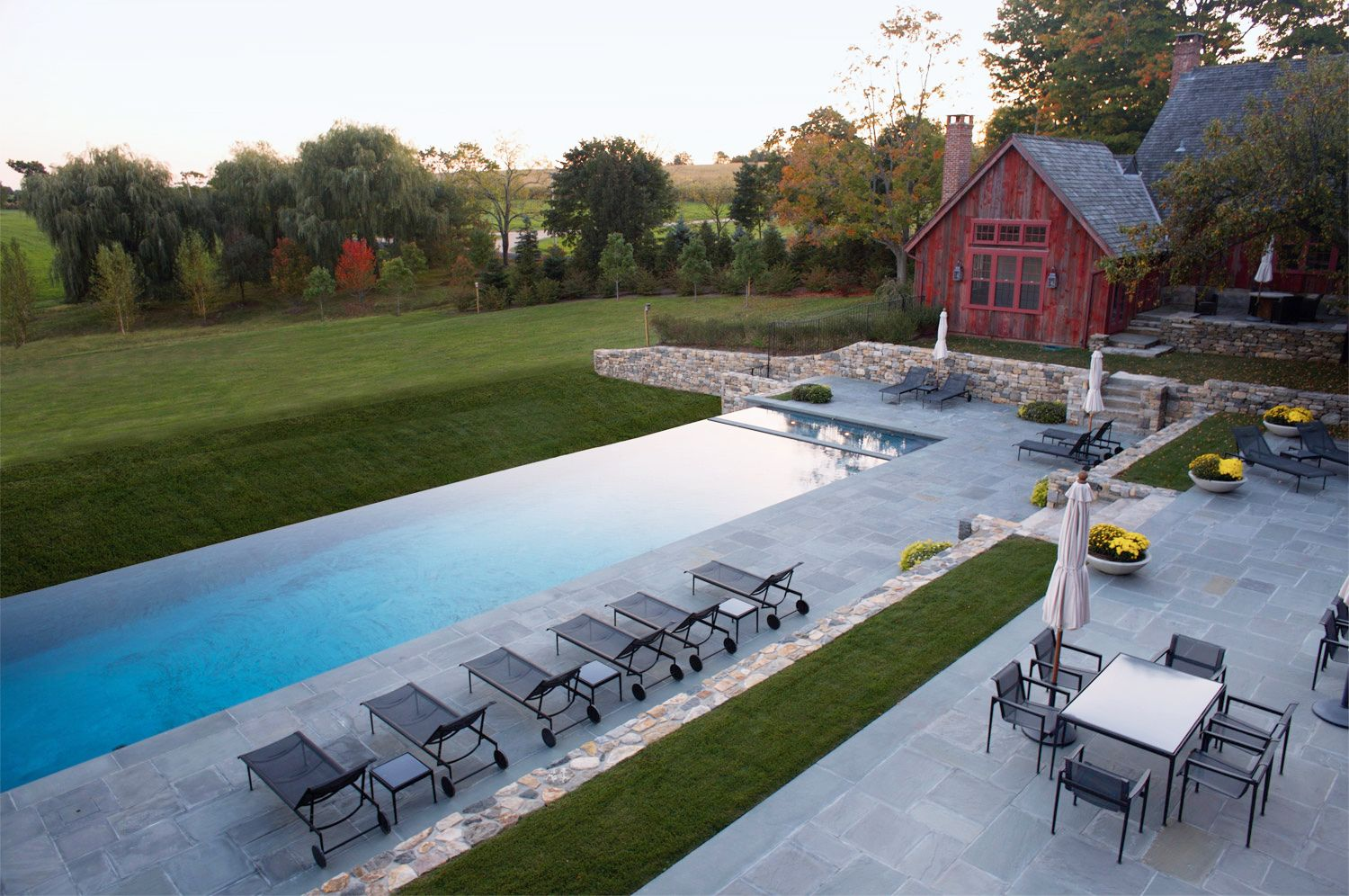25 pool deck ideas for summer lounging