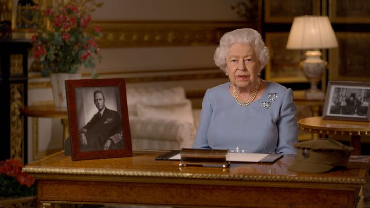 la reine elizabeth ve jour de l'adresse de l'aigue-marine clip broches