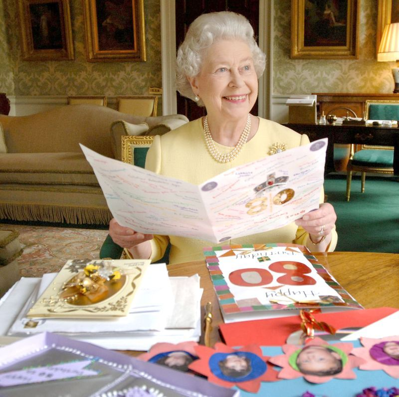 Royal Family S Pastry Chefs Share A Chocolate Cupcake Recipe For Queen Elizabeth S Birthday