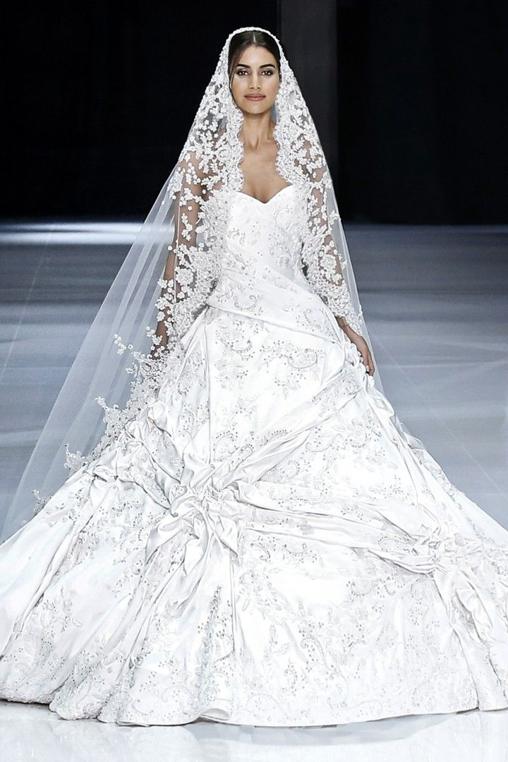 ralph & russo meghan markle wedding dress