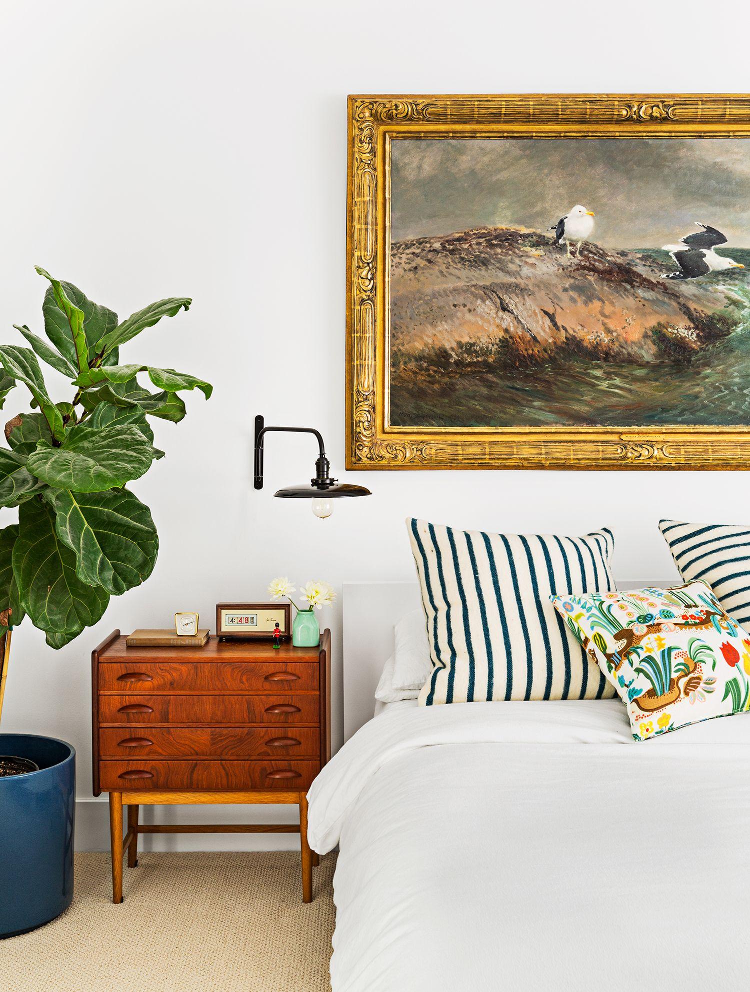small bedroom ideas large art