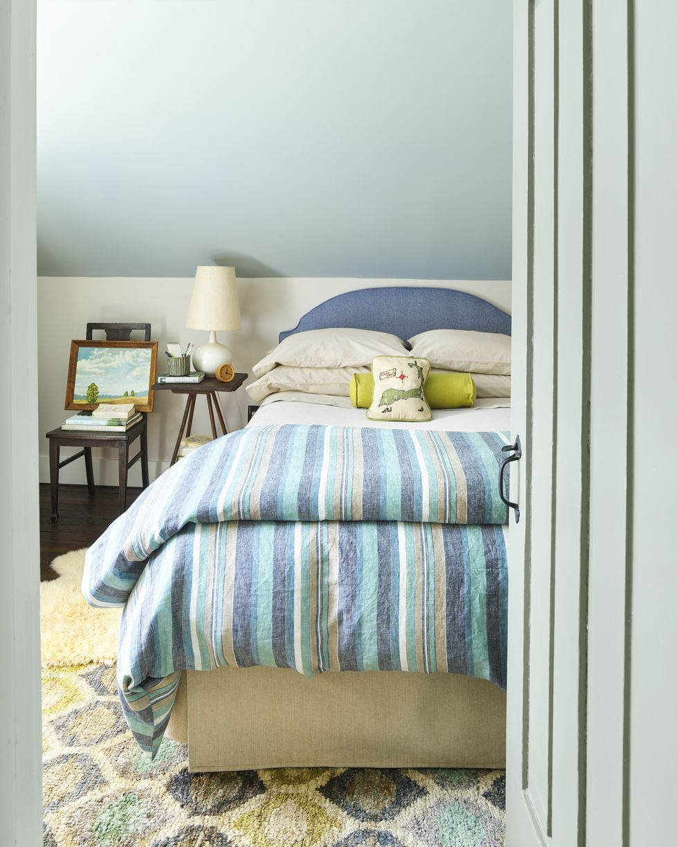 small bedroom ideas two tone wall