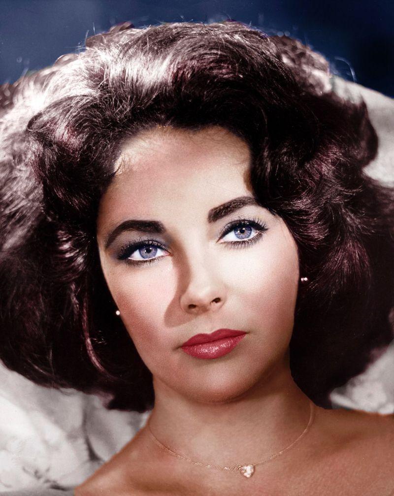 La belleza de la actriz Elizabeth Taylor se destacó por poseer una de   las Características corporales poco comunes: distiquiasis